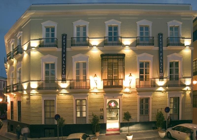 City break Sevilla august  bilet de avion si hotel inclus