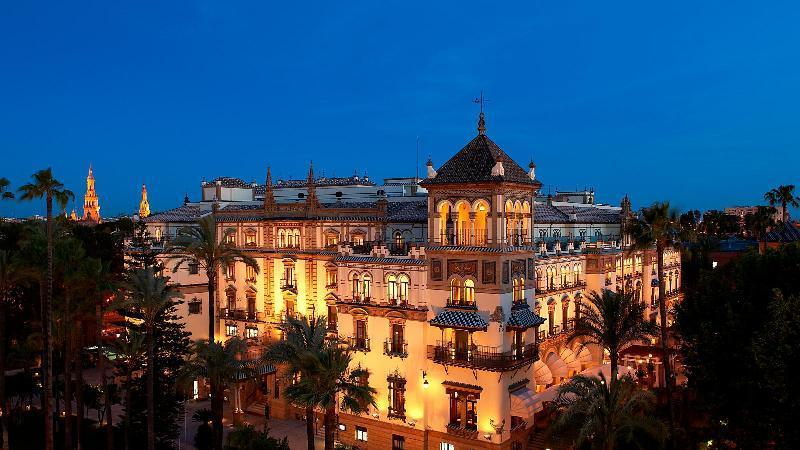 City break Sevilla august week-end Sf. Maria bilet de avion si hotel inclus