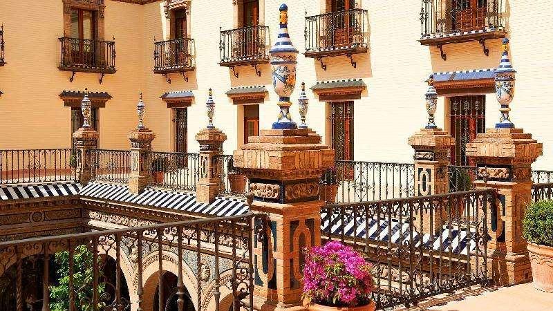 City break Sevilla weekend liber Rusalii bilet de avion si hotel inclus