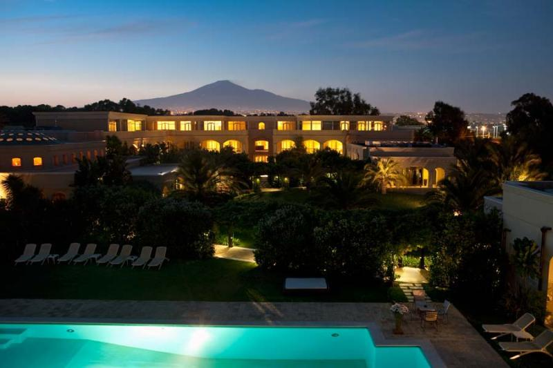 City break Sicilia Catania octombrie  bilet de avion si hotel inclus