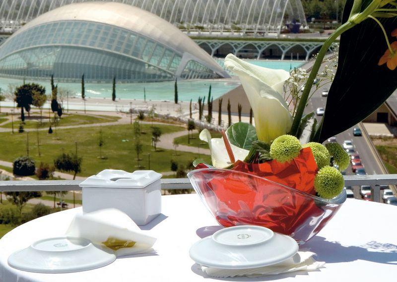 City break Valencia octombrie  bilet de avion si hotel inclus