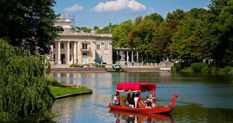 City break Varsovia Mos Nicolae bilet de avion si hotel inclus