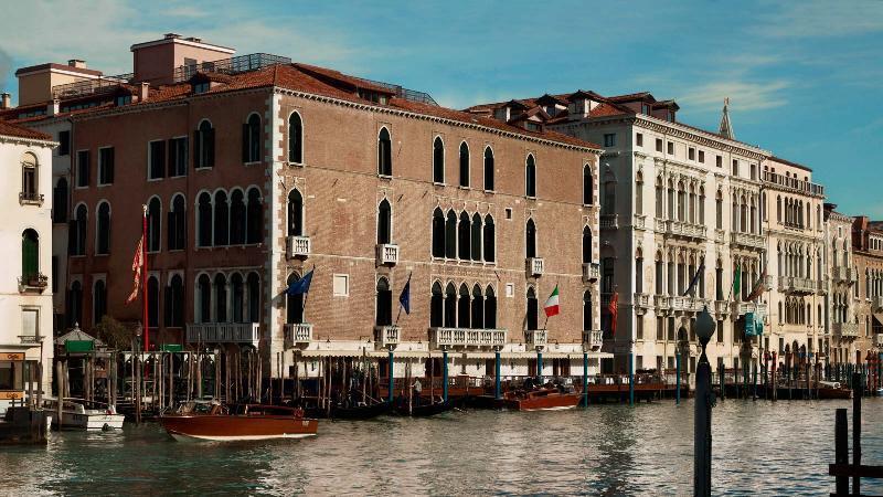 City break Venetia 1 decembrie 2017,  bilet de avion si hotel inclus