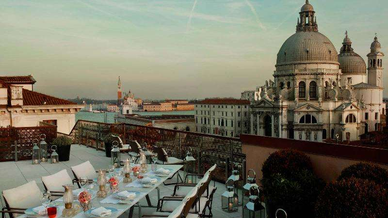City break Venetia Valentine's Day bilet de avion si hotel inclus