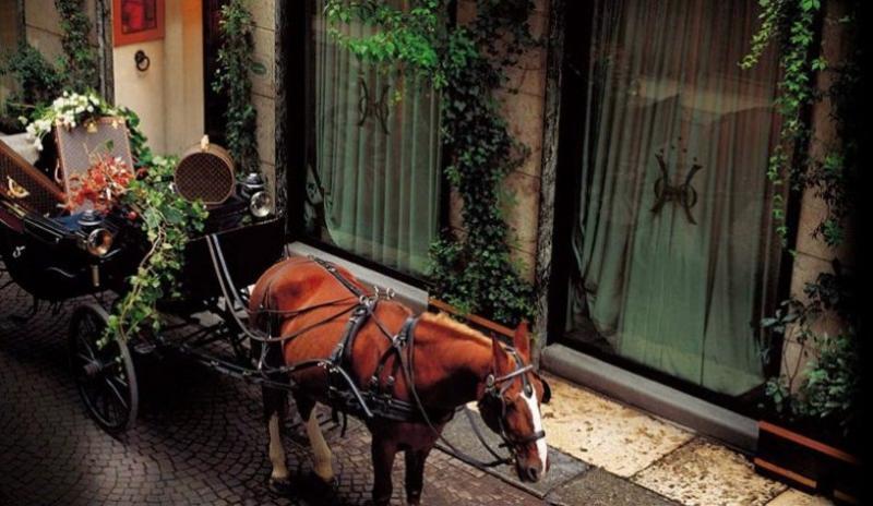 City break Verona Mos Nicolae  bilet de avion si hotel inclus