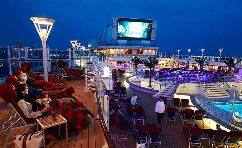 Croaziera Caraibele de Est ianuarie 2018 Vas:MSC Divina plecare Miami