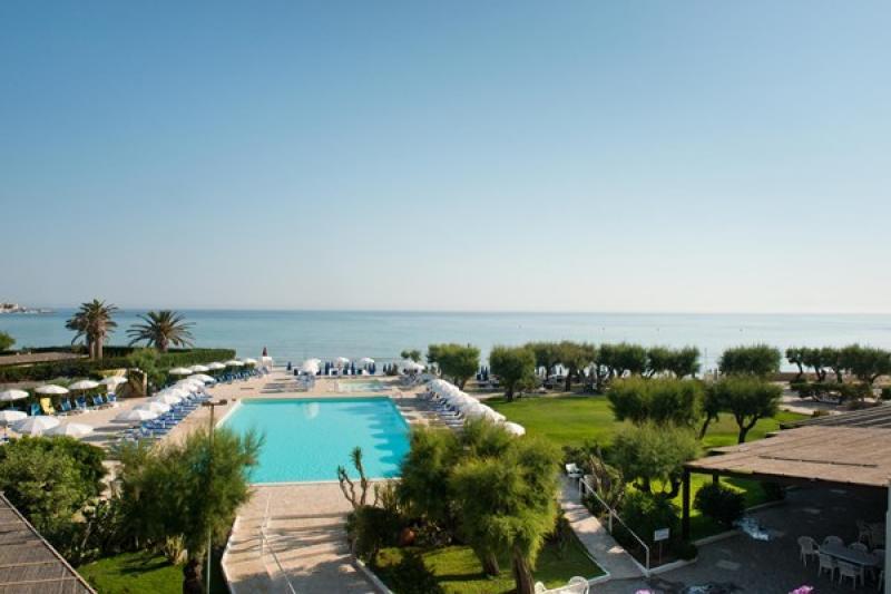 Sejur 2 in 1 Alberobello si Lecce martie bilet de avion si hotel inclus
