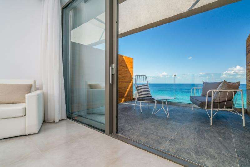 Sejur avion charter Zakynthos Grecia 2018 oferta Hotel Blue Waves 3*