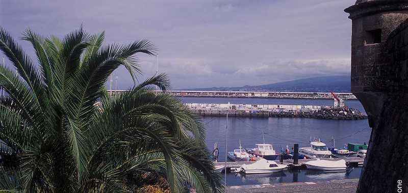 Sejur Azore luna martie 2018 bilet de avion si hotel inclus