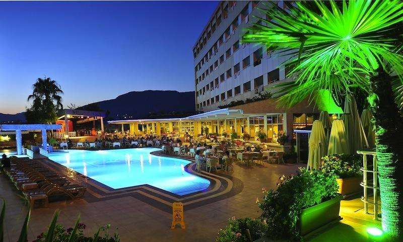 Sejur Charter Alanya august bilet de avion si hotel inclus