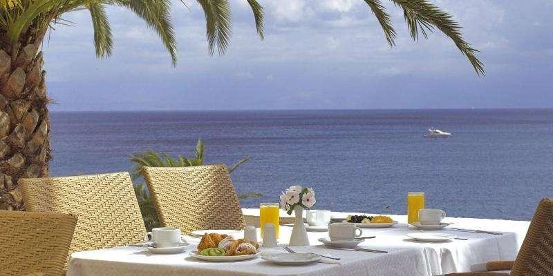 Sejur avion charter Corfu Grecia 2018 oferta Hotel Eros – Mic dejun