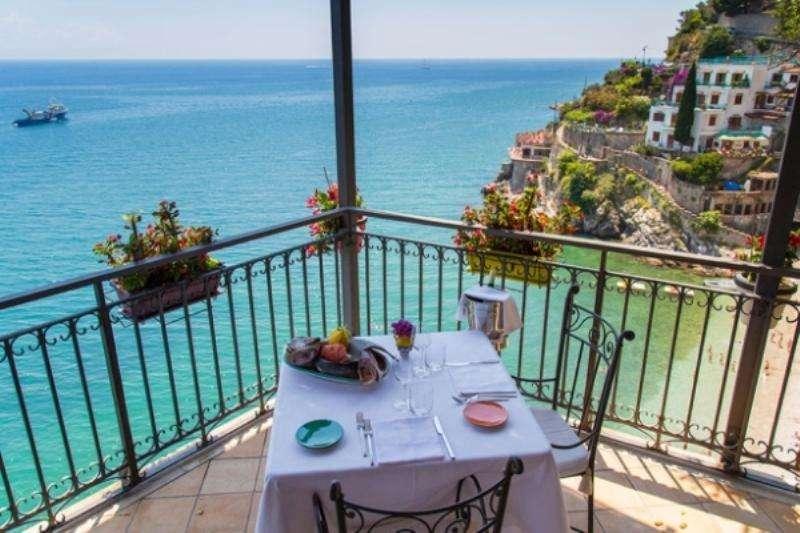 Sejur Costa Amalfi iuliebilet de avion si hotel inclus
