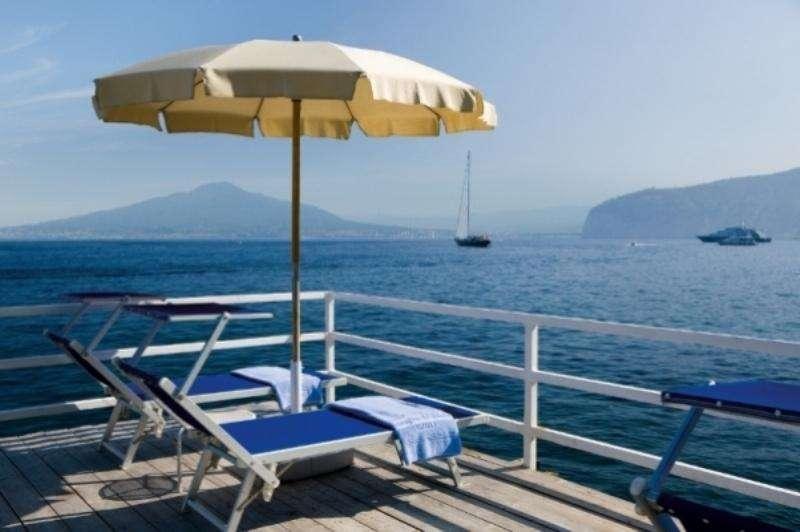 Sejur Costa Amalfi luna iunie bilet de avion si hotel inclus