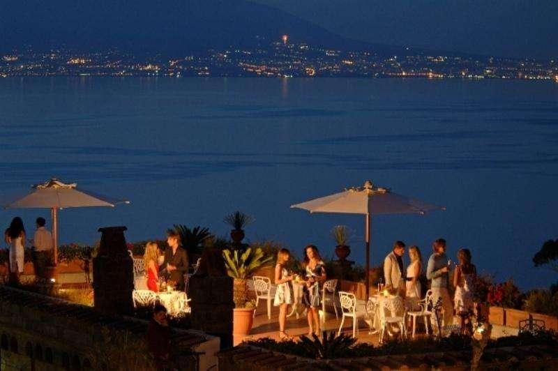 Sejur Costa Amalfi septembrie bilet de avion si hotel inclus