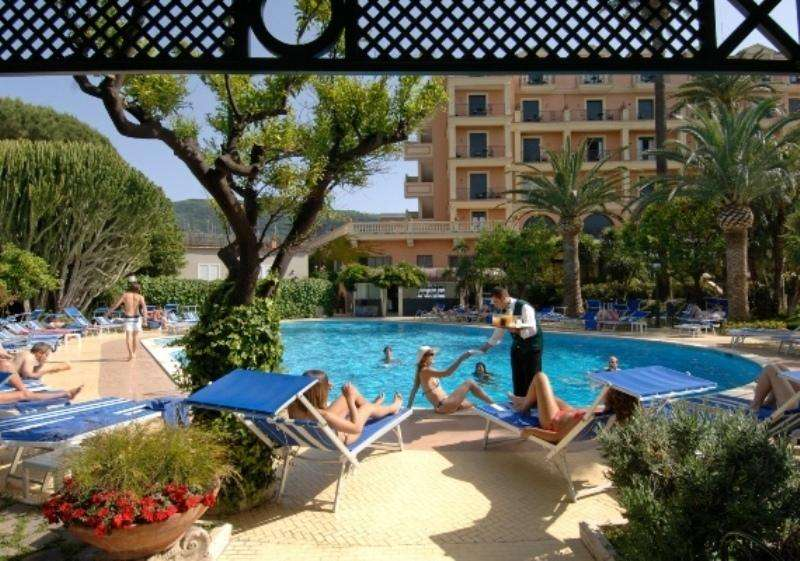 Sejur Costa Amalfi august bilet de avion si hotel inclus