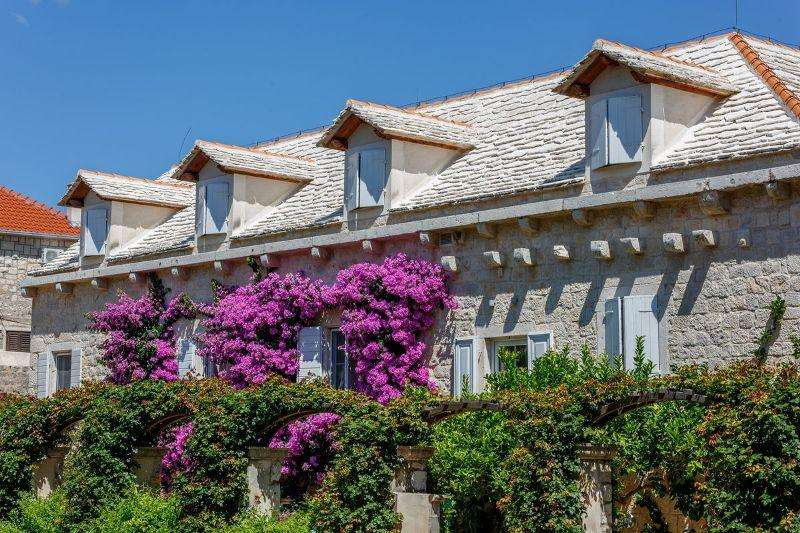 Sejur Insula Brac august�bilet de avion si hotel inclus