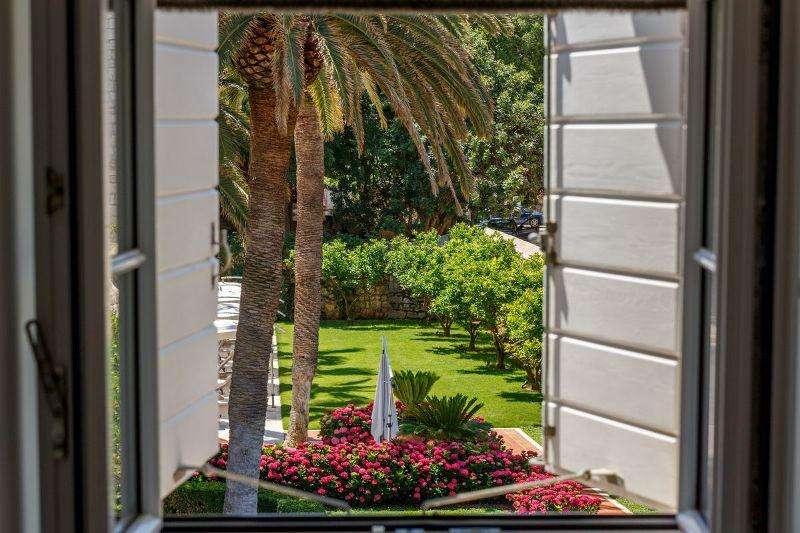 Sejur Insula Brac iulie bilet de avion si hotel inclus