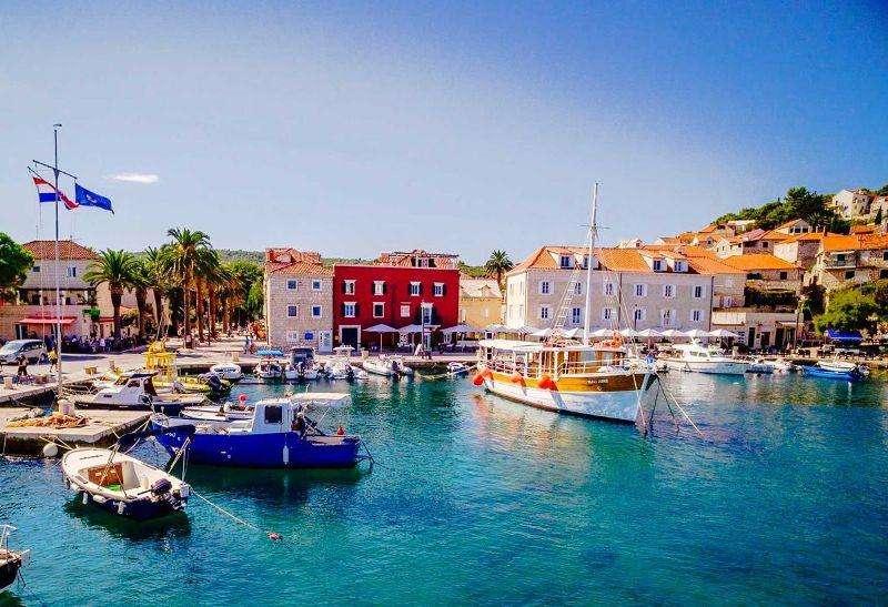 Sejur Insula Brac septembrie bilet de avion si hotel inclus