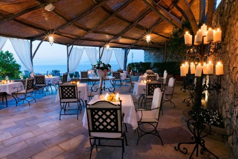 Sejur Insula Capri aprilie Paste 2018 bilet avion hotel si taxe incluse