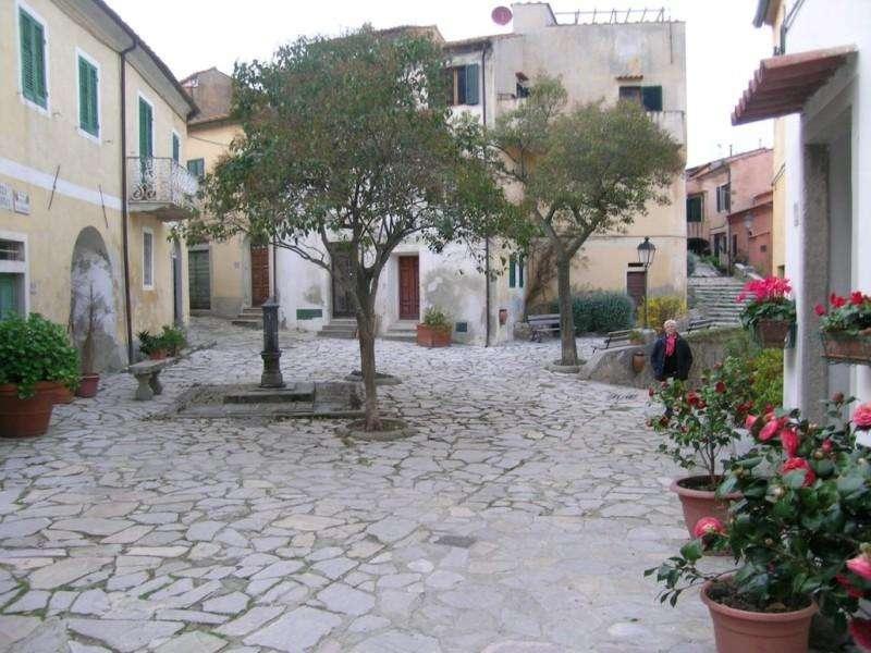 Sejur Insula Elba aprilie bilet de avion si hotel inclus