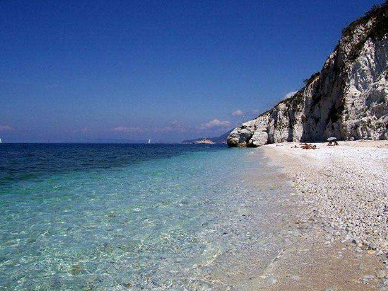 Sejur Insula Elba august bilet de avion si hotel inclus