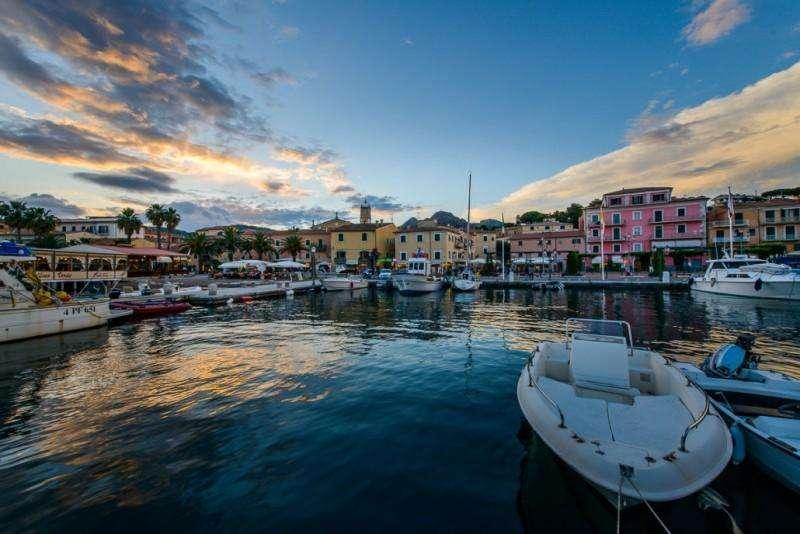 Sejur Insula Elba iulie bilet de avion si hotel inclus