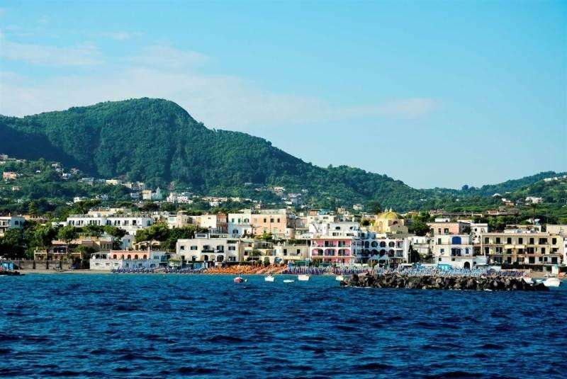 Sejur Insula Ischia aprilie bilet de avion si hotel inclus