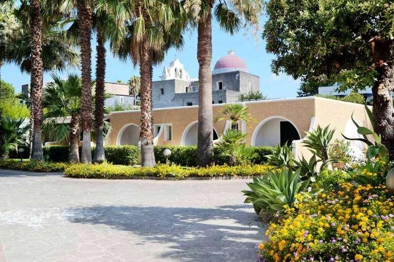 Sejur Insula Ischia august 2018, bilet de avion si hotel inclus