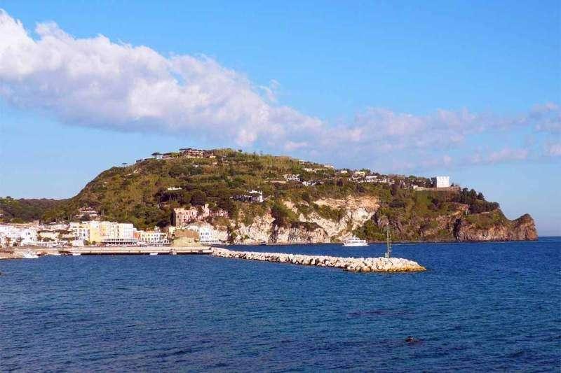 Sejur Insula Ischia iulie 2018 bilet de avion si hotel inclus