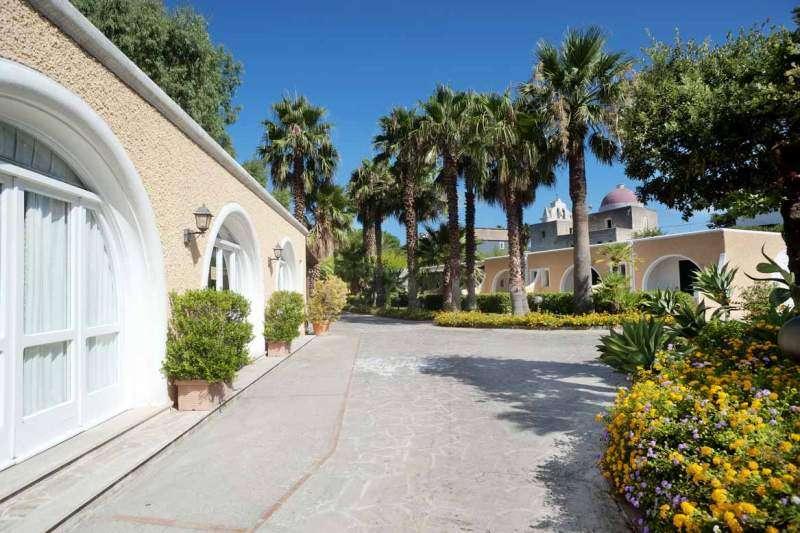 Sejur Insula Ischia noiembrie bilet de avion si hotel inclus