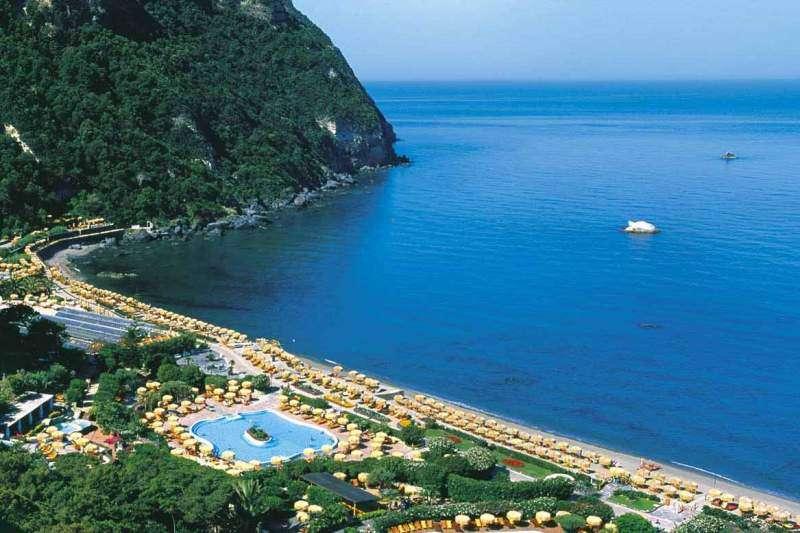 Sejur Insula Ischia septembrie 2017, bilet de avion si hotel inclus