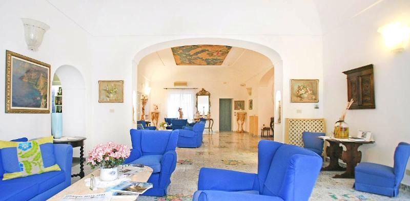 Sejur Italia Insula Capri august 2018 bilet de avion si hotel inclus