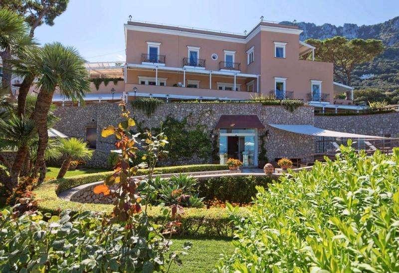 Sejur Italia Insula Capri iulie bilet de avion si hotel inclus