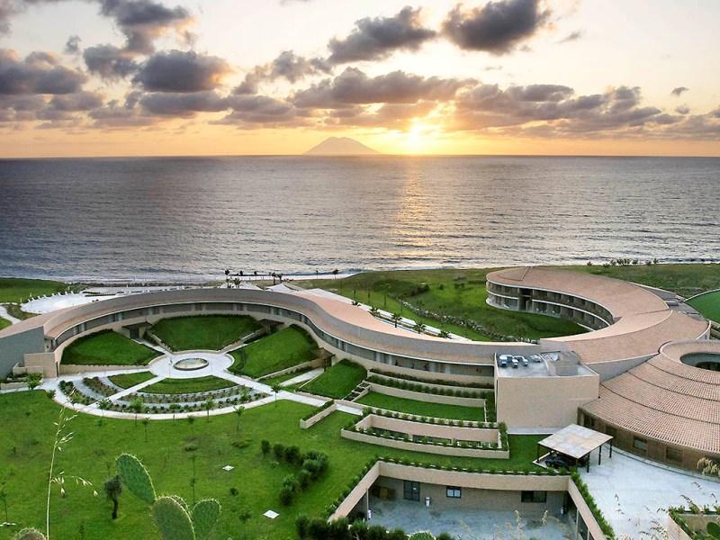 Sejur Lamezia septembrie 2018 bilet de avion si hotel inclus