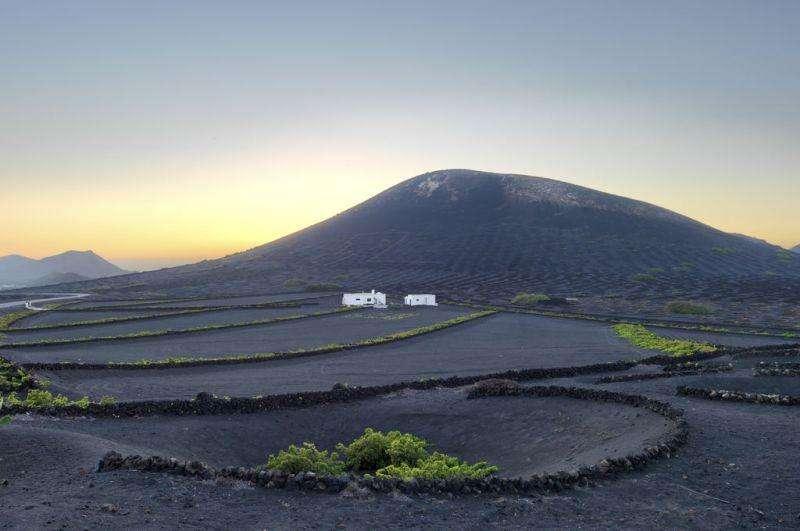 Sejur Lanzarote luna iunie bilet de avion si hotel inclus