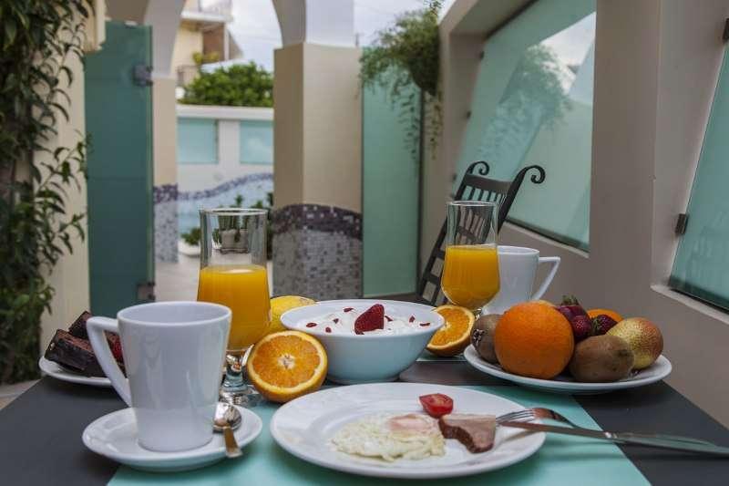 Sejur avion charter Lefkada Grecia 2018 oferta Hotel Lefkas 3* mic dejun
