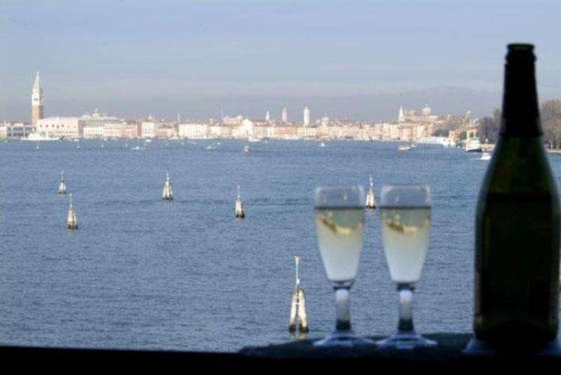Sejur Lido di Venezia Rusalii 2018 bilet de avion si hotel inclus