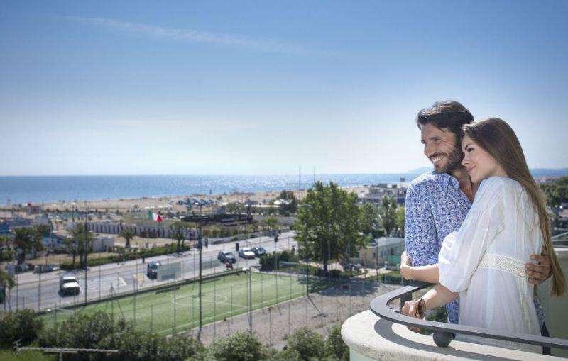 Sejur Litoral Rimini iulie bilet de avion si hotel inclus