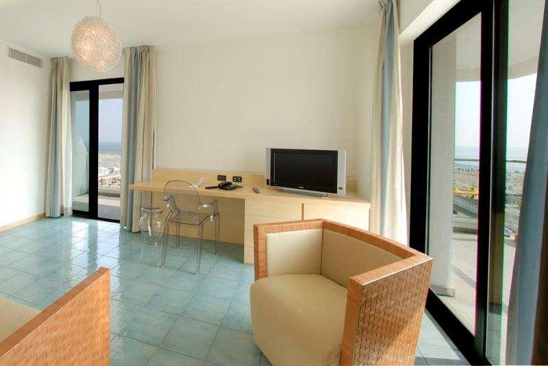 Sejur Litoral Rimini iunie 2018 bilet de avion si hotel inclus