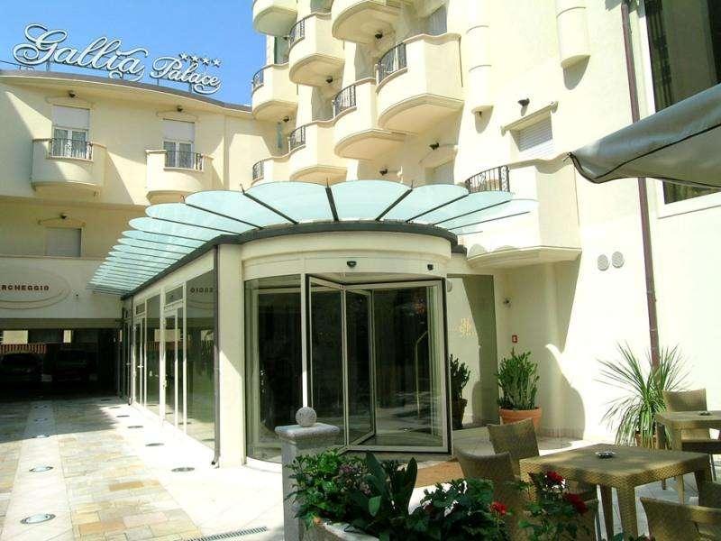 Sejur Litoral Rimini septembrie 2017 bilet de avion si hotel inclus