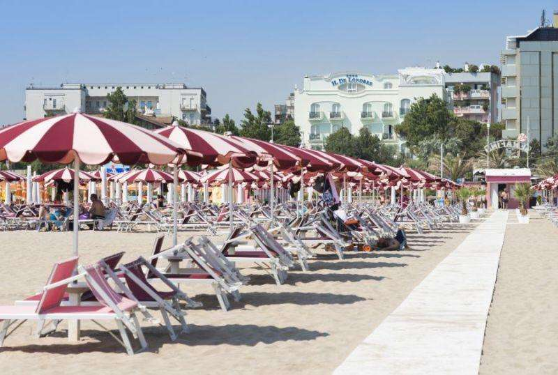Sejur Litoral Rimini week-end Sf Maria august 2017 bilet de avion si hotel inclus
