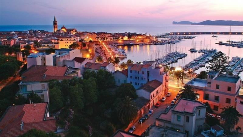 Sejur Litoral Sardinia aprilie Paste 2018 bilet de avion si hotel inclus