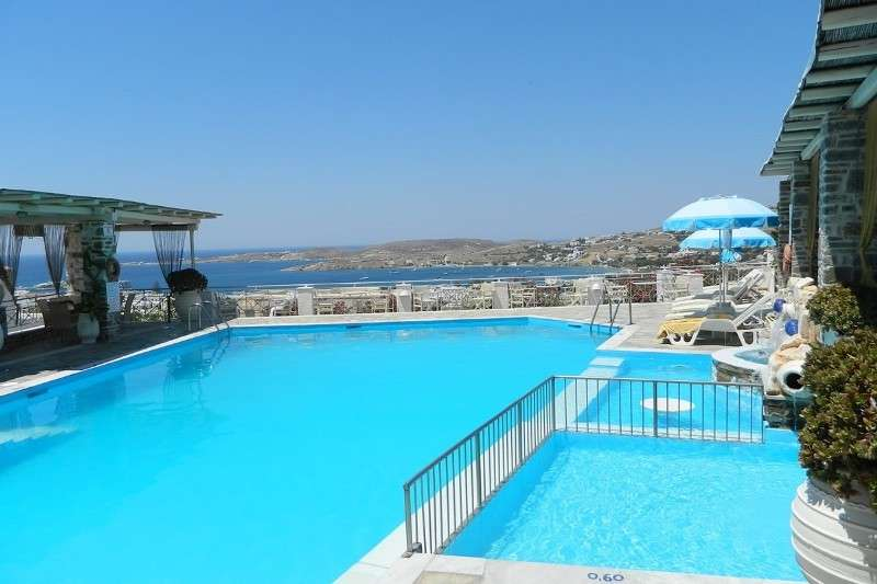 Sejur Paros august 2018 bilet de avion si hotel inclus