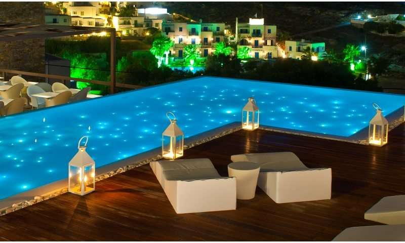 Sejur Paros august�bilet de avion si hotel inclus