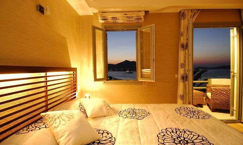 Sejur Paros septembrie 2017 bilet de avion si hotel inclus