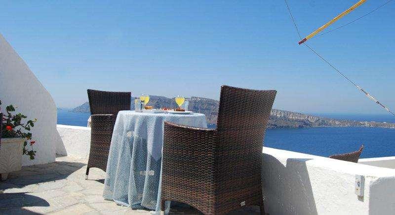 Sejur Santorini august bilet de avion si hotel inclus