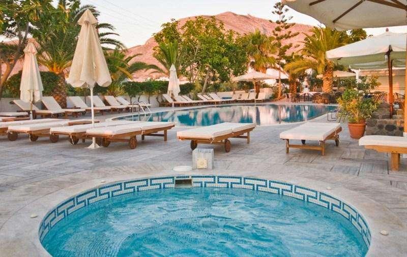 Sejur Santorini iulie bilet de avion si hotel inclus