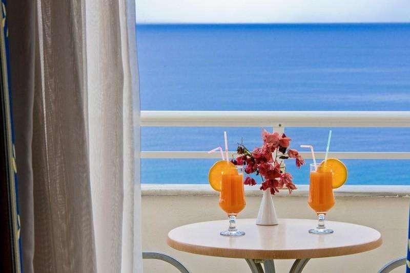 Sejur Zakynthos luna mai�bilet de avion si hotel inclus