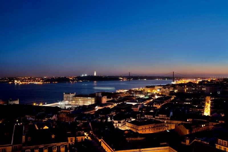 Sejur 2 in 1 Lisabona si Madeira 1 Mai 2018 bilet de avion si hotel inclus