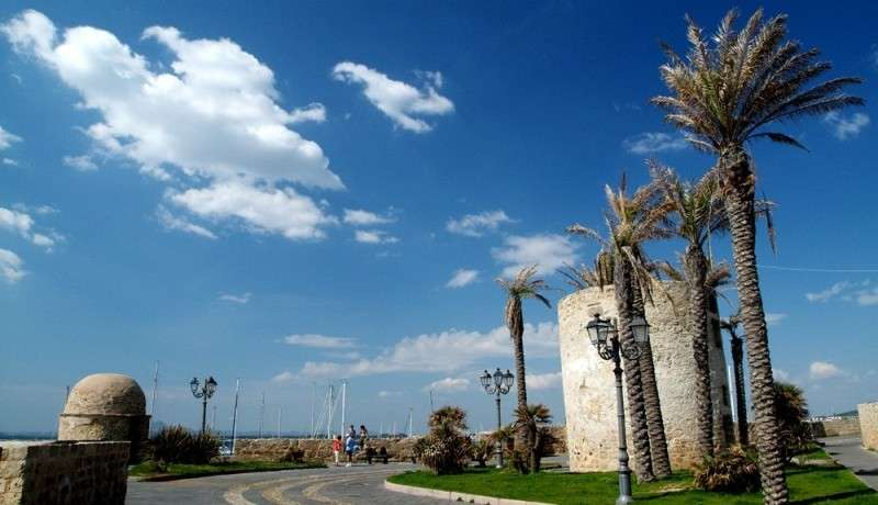 Sejur charter Sardinia Italia august, bilet de avion si hotel inclus